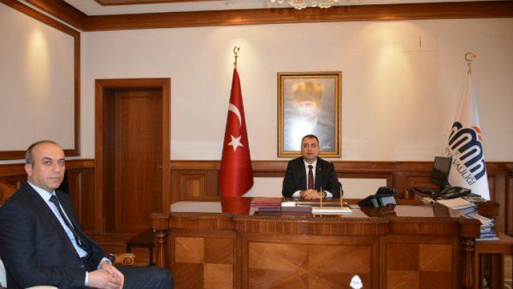 MTA Bölge Müdür V. Uğur Çakar, göreve başlaması münasebeti ile Vali Mustafa Toprak'ı makamında ziyaret etti.