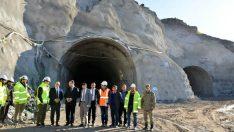 Vali Toprak Malatya – Hekimhan karayolunda yapılan çalışmaları yerinde inceleyerek bilgi aldı.