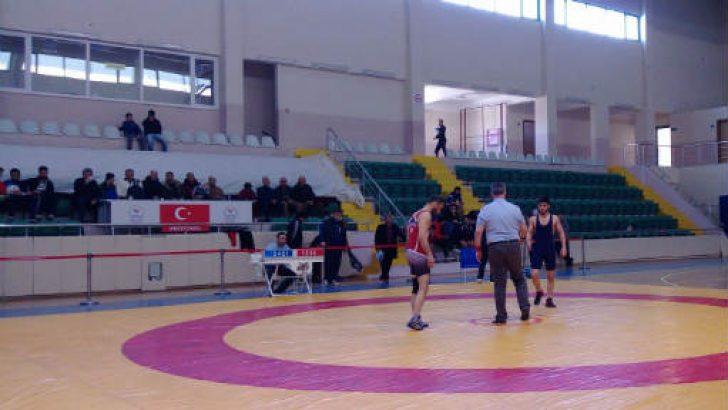 Malatya Büyükşehir Grekoromen Güreş Takımı ilk iki maçını kazandı