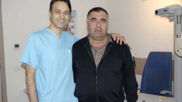 57 yaşındaki Adnan Gençaslan, Memorial Kayseri Hastanesi'nde olduğu ameliyatın ardından yeniden görmeye başladı