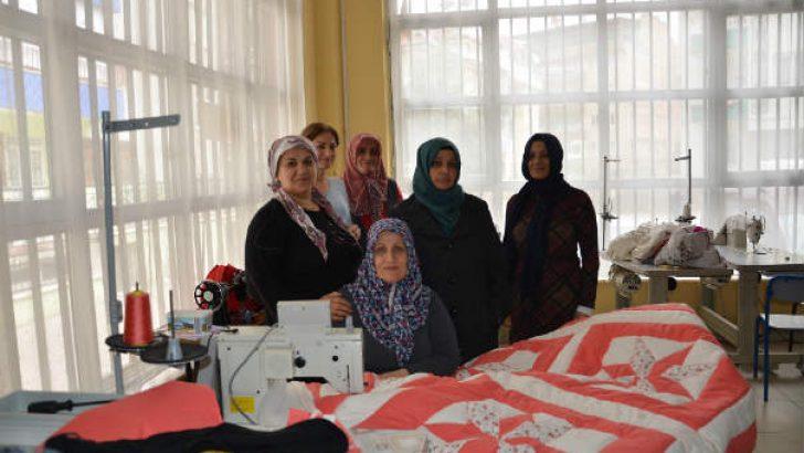 Çukurdere Çok Amaçlı Sosyal Tesisinde, tekstil fabrikalarını aratmayan üretim yapılıyor.