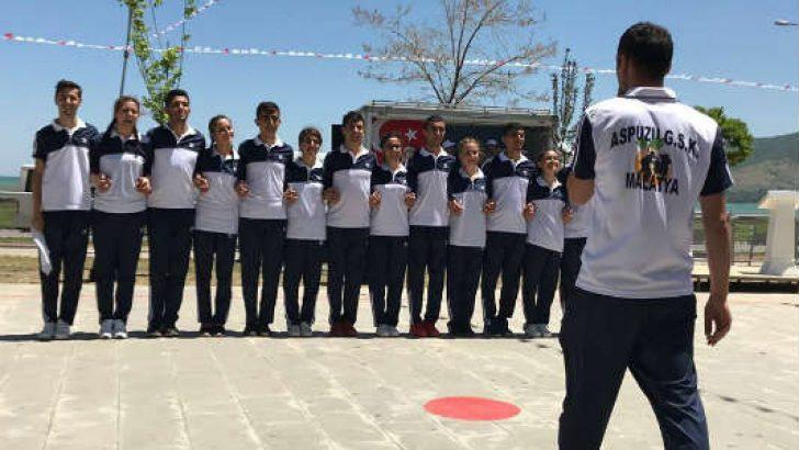 Bu yıl kurulan Malatya Aspuzu Halk Oyunları ekibi, yılların şampiyonlarına meydan okudu.