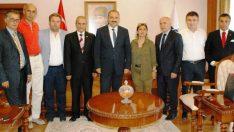 Anadolu Basın Birliği Derneği Malatya Şube Başkanı Zeki Dağ, beraberinde yönetim kurulu üyeleri Malatya Valisi Ali Kaban'a nezaket Ziyaretinde Bulundular.