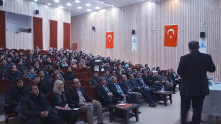 Kredi ve Yurtlar Kurumu Müdürlüğü ile ÇEKÜD'ün birlikte projelendirdiği Çağımızın İmtihanı 'İsraf' konulu konferansı verildi