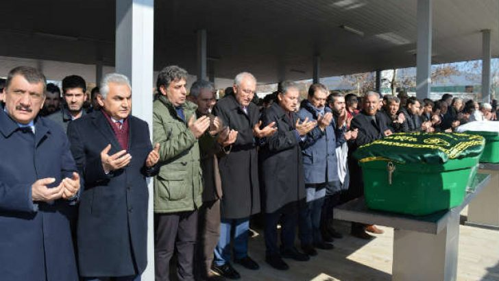 Akçadağ'ın Bahri (Çatyol) Belde eski belediye başkanı ve eski muhtarı İdris Keskin (72) vefat etti.