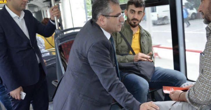 MHP M.Vekili Adayı Dr. Burhan Coşkun, toplu taşıma araçlarına binerek, vatandaşlarla sohbet etti ve 24 Haziran seçimlerinin önemini anlattı.