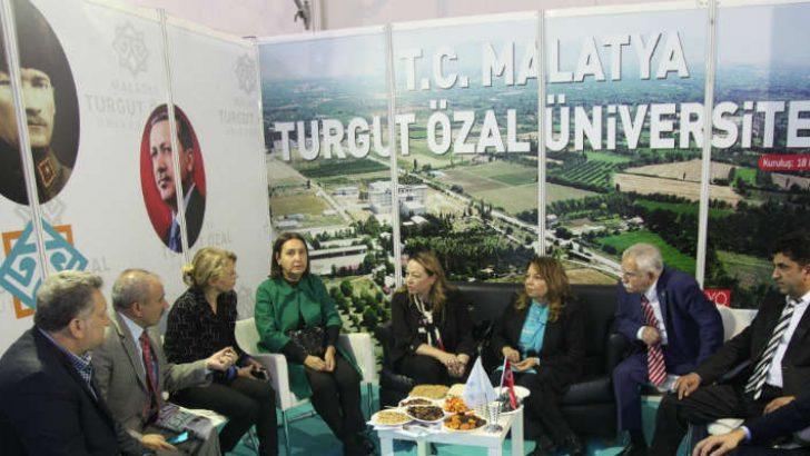 """Rektör Prof. Dr. Karabulut: """"Öğrencilerimiz yerelde kalmayacak uluslararasında Malatya'yı ve ülkemizi temsil edecek"""""""