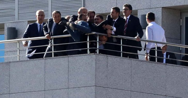 TBMM'den atlamak isteyen genci MHP'li Fendoğlu ve beraberindekiler ikna etti @MehmetFendogluu