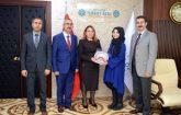 Rektör Prof. Dr. Karabulut, Melike Koca'yı başarısından dolayı el işçiliği ile yapılmış çini tabak hediye ederek tebrik etti.