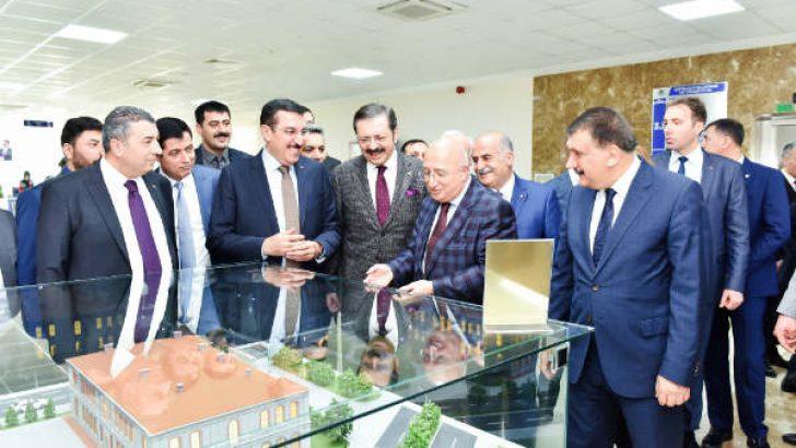 Hisarcıklıoğlu, Malatya'ya yeni bir okul yapacaklarının müjdesini verdi.