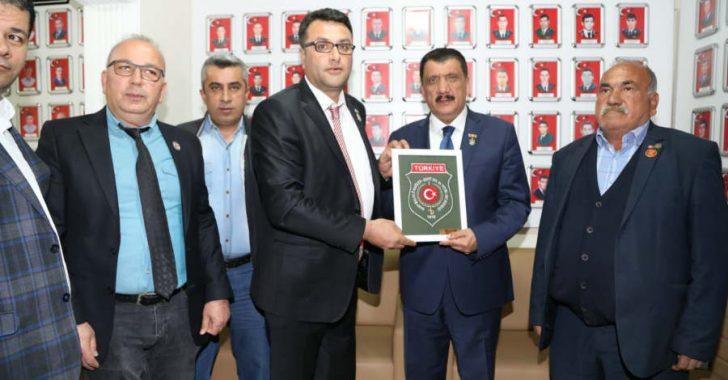 Selahattin Gürkan daha sonra Türkiye Harp Malulü Gazileri Şehit, Dul ve Yetimler Derneği'ni ziyaret etti.