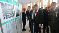 Vali Aydın Baruş, ÇanakkaleDeniz Zaferi'nin 104. Yılı ve Şehitleri Anma Günü dolayısı ile Malatya Kongre ve Kültür Merkezinde düzenlenen programa katıldı.