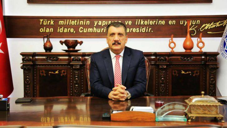 """ürkan, """"Çanakkale, Türk milletinin diriliş destanıdır. Vatan uğruna hiç düşünmeden şahadete yürüyüşün adıdır"""" dedi."""