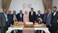 Ak Parti Battalgazi ilçe başkan Yardımcısı Hasan Van'ın kızı Gözde Van ve Mehmet Gezer nişanlandı.