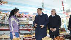 Esnaflar, 'biz, sizden razıyız, yaptığınız çalışmaları iyi biliyoruz' diyerek, Gürkan'a destek vereceklerini ifade ettiler.