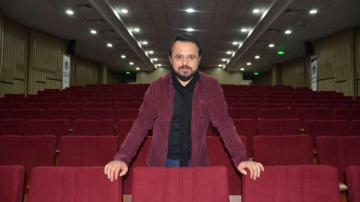 """Ömer Konakçı 27 Mart Dünya Tiyatrolar günü dolayısıyla yazılı bir açıklama yaptı.""""Sahneleri de bizi de yalnız bırakmayın"""""""