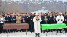 Vali Aydın Baruş, yaşamını yitiren Hasan ve İlyas Aktaş'ın cenaze merasimine katıldı.