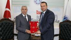 Hizmet-İş Sendikası Malatya Şube Başkanı Geleri ,Battalgazi Belediye Başkanı Osman Güder'i ziyaret etti