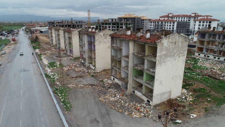 Çınar, Hoca Ahmet Yesevi Mahallesi Yıldızhan Sokağında ki 'Kentsel Gelişim ve Dönüşüm Projesi' kapsamında bina yıkımlarının devam ettiğini söyledi.