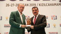 Cumhurbaşkanı Recep Tayyip Erdoğan, Malatya Büyükşehir Belediye Başkanı Selahattin Gürkan'a başarı plaketi verdi.
