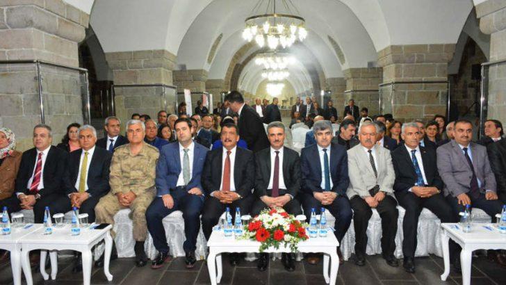 Vali Aydın Baruş Balttalgazi Silahtar Mustafa Paşa Kervansaray'ında düzenlenen Turizm Haftası açılış programına katıldı.