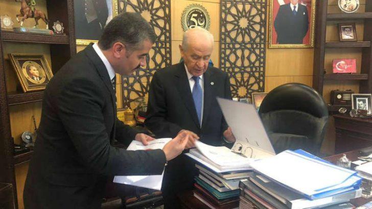 Avşar, MHP Genel Başkanı Dr.Devlet Bahçeli ve Hukuk ve Seçim İşlerinden Sorumlu Genel Başkan Yardımcısı Feti Yıldız ile biraraya gelerek bir görüşme yaptı.