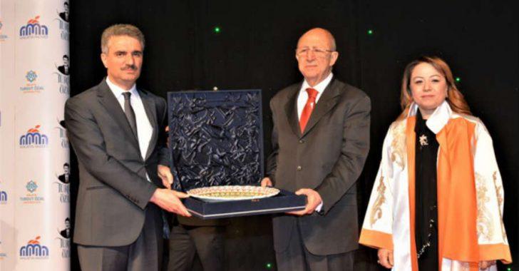 55.Hükümet döneminde Devlet Bakanı olarak görev yapan Cavit Kavak, 'Turgut Özal ile ilgili anıları' konulu bir konferans verdi.