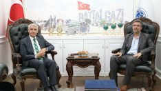 İHH Malatya Şube Başkanı Ömer Derin ve vakıf yöneticileri, Battalgazi Belediye Başkanı Osman Güder'i ziyaret etti.