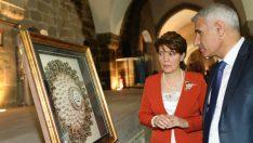 Güder, sanatın önemine dikkat çekerek, sanatsal çalışmalara ağırlık verilmesi gerektiğini söyledi.