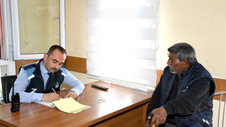 Malatya Büyükşehir Belediyesi Zabıta Dairesi Başkanlığı ekipleri, il merkezinde dilencilik yapan şahıslara yönelik çalışmalarını sürdürüyor.