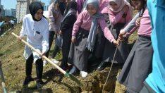 Malatyalı Üniversite Öğrencileri Platformu (MÜNÖP) ''Şehide ve Yeşile Saygı'' Projesi Kapsamında Fidan Dikimi Gerçekleştirdi