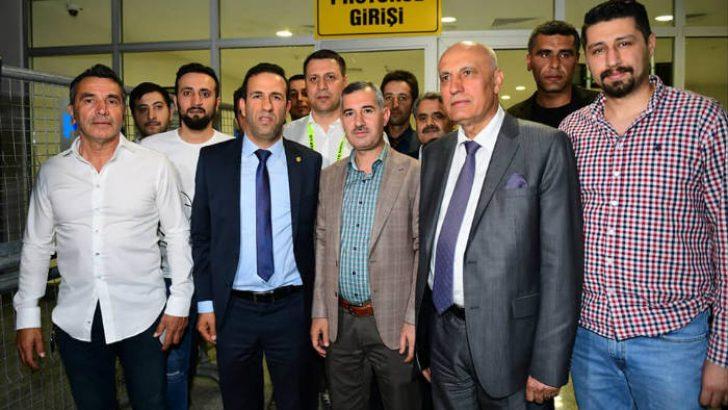 Yeşilyurt Belediye Başkanı Mehmet Çınar, Yeni MalatyaSpor'u Tebrik Etti. @YMSkulubu #malatya @mehmetcinar44 @GevrekAdil 