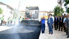 Büyükşehir Belediyesi altyapısı baştan aşağı yenilenen Akçadağ'a bağlı Bahri mahallesinde sıcak asfalt çalışmaları yaptı.