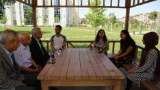 Başkan Güder, Millet Kıraathanesi Bünyesinde Oluşturulan Kütüphanede Gençlerle Biraraya Geldi