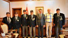 Türkiye Muharip Gaziler Derneği Bolu Şube Başkanı Sami Yıldız ve Dernek üyeleri Vali Aydın Baruş'u makamında ziyaret etti.