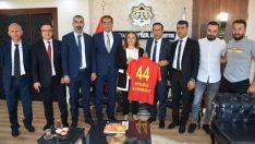 Yeni MalatyaSpor Yönetiminden ,Rektör  Prof. Dr. Aysun Bay Karabulut'a ziyaret