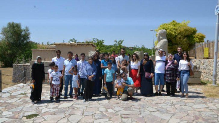 Özel gereksinimli çocuklar Battalgazi'de bulunan tarihi Arslantepe Höyüğü'nü gezdi
