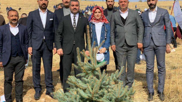 MHP Malatya İl Başkanı R.Bülent Avşar ve yönetimi , 81 ilde gerçekleşen 11 milyon fidan dikimi etkinliğine katıldı.