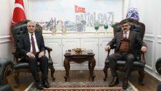 Dağdeviren, Battalgazi Belediye Başkanı Osman Güder'i makamında ziyaret etti.