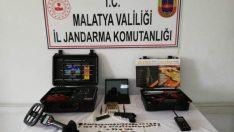 Kale İlçesi Kömürhan Köprüsü Yol Kontrol Noktasında Tarihi Eser Kaçakçısı Yakalayı Ele Verdi