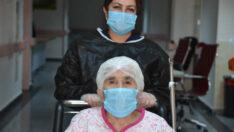 77 Yaşındaki Covid-19 Hastası Taburcu Edildi