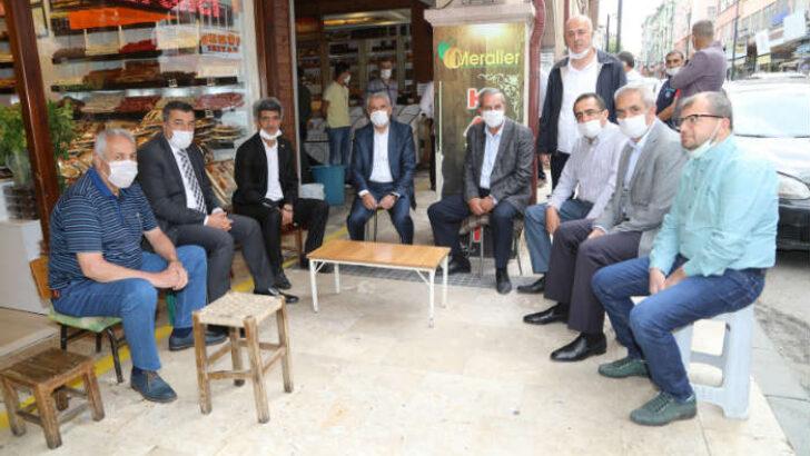 Battalgazi Belediye Başkanı Osman Güder, Şire Pazarı esnaflarıyla bir araya gelerek sorun ve taleplerini dinledi