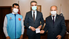 Vali Baruş, Türkiye Diyanet Vakfı'na Kurban Bağışında Bulundu