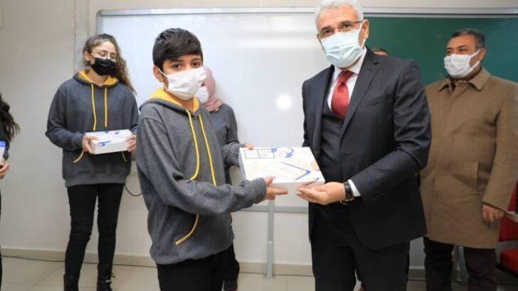 3.faz tablet dağıtımı programına katılan Battalgazi Belediye Başkanı Osman Güder