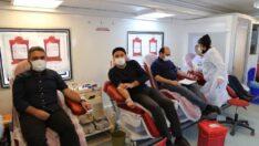 Türk Kızılay Malatya Şube Başkanlığı ile Esenlik Genel Müdürlüğü 'Kan Ver Hayat Kurtar' etkinliği düzenledi.