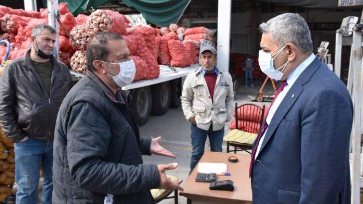 Başkan Sadıkoğlu, sebze meyve komisyoncularını ziyaret etti