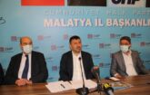 Veli Ağbaba,beraberinde CHP Malatya İl Başkanı Enver Kiraz ve partililer ile birlikte il binasında basın toplantısı düzenleyerek, Malatya ve Türkiye gündemini değerlendirdi.