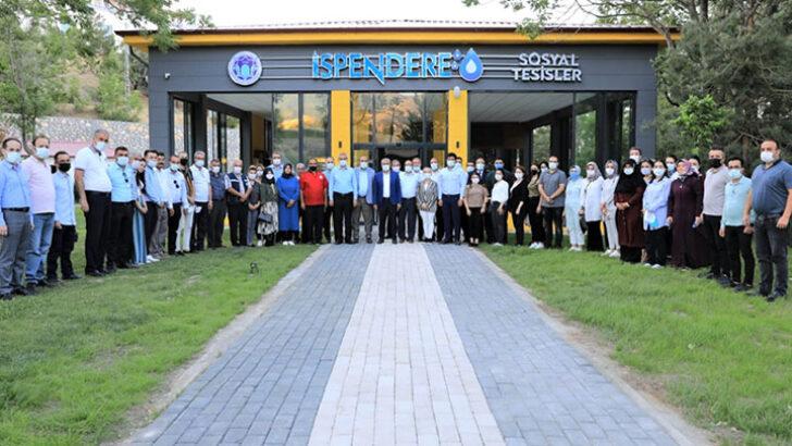Battalgazi Belediye Başkanı Osman Güder, belediyede görev yapan 3 birimin personelleriyle İspendere Şifalı İçmelerinde istişare toplantısı yaptı.