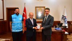 Vali Aydın Baruş, Türkiye Diyanet Vakfı'na Kurban Bağışında Bulundu