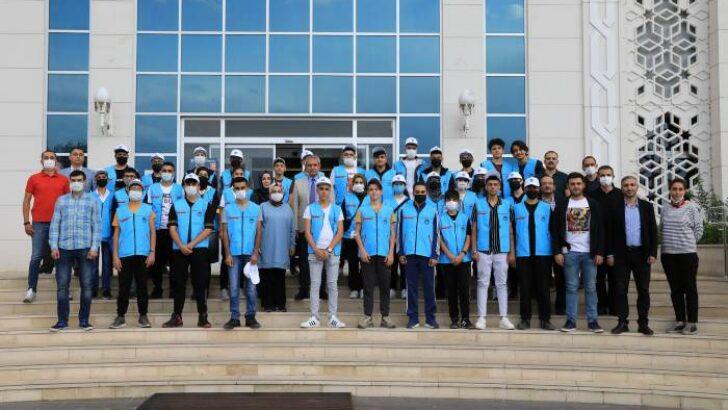 Battalgazi Belediye Başkanı Osman Güder, TEKNOFEST'e gitmek isteyen Battalgazi'deki öğrencilerin taleplerini geri çevirmedi ve öğrenciler için 2 günlük TEKNOFEST gezi turu düzenledi.